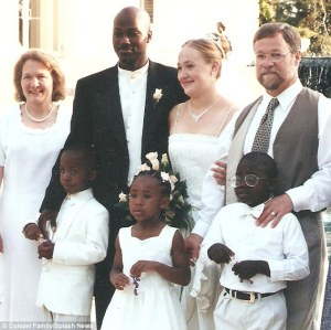 2992B1B200000578-3128908-Wedding_day_Dolezal_and_Moore_got_married_in_2000_but_the_couple-a-10_1434592741412